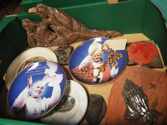 Various Pope Plates Religious Plaque Wafer moulds - Image 3 of 4