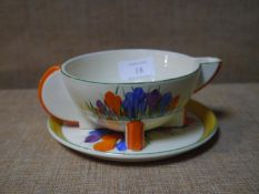 Clarice Cliff Bizarre sauceboat on stand in Crocus pattern, 17cm length across handle