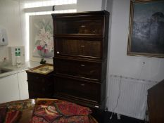 Early 20th century Globe Wernicke oak sectional bookcase, with five graduated glazed tiers bearing