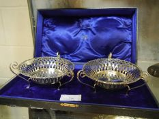 Pair of Edwardian silver sweetmeat baskets, H. Matthews, Birmingham 1907, of circular form, with