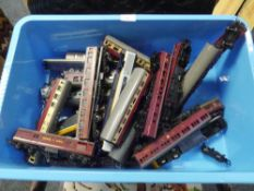 A group of Hornby Tri-ang and Lima 00 gauge rolling stock (unboxed)