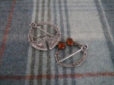 A Robert Allison silver penannular brooch, Edinburgh 1961, 4cm, together with a silver brooch set