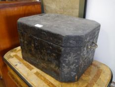 A Chinese Export black lacquer casket, first half of the 19th century, inlaid in mother of pearl and