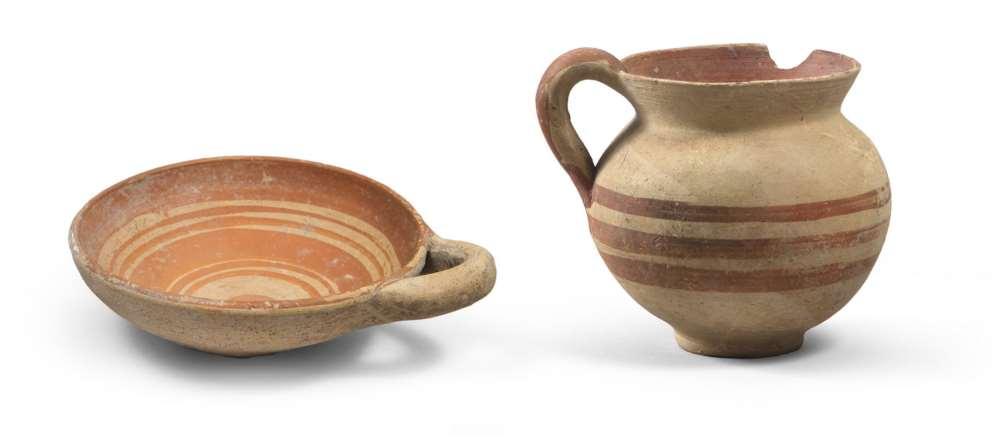 DAUNIAN SUB-GEOMETRIC DISH AND JUG, 5TH SECOLO B.C. in clay with beige and varnish orange. Dish: