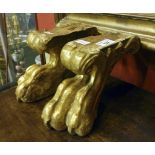 GILDED WOOD COUPLE OF ELEMENTS, 17TH CENTURY representing feline feet carved to leaves. Measures cm.