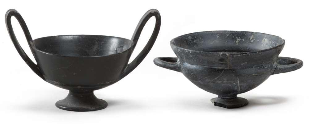 ETRUSCAN KYLIX AND KANTAROS, 7TH CENTURY B.C. bucchero black polished stick. Kylix: smooth Hem top
