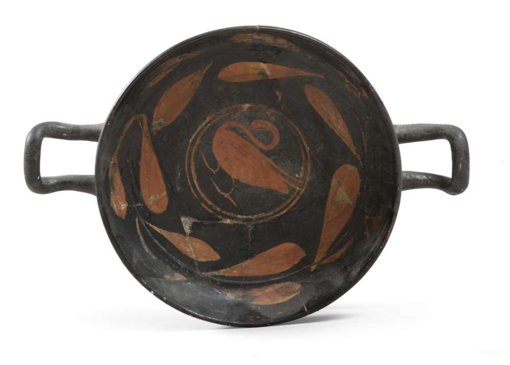 RED-FIGURES SOUTH-ITALIAN KYLIX, 4TH CENTURY B.C. in clay and shining black varnish, with