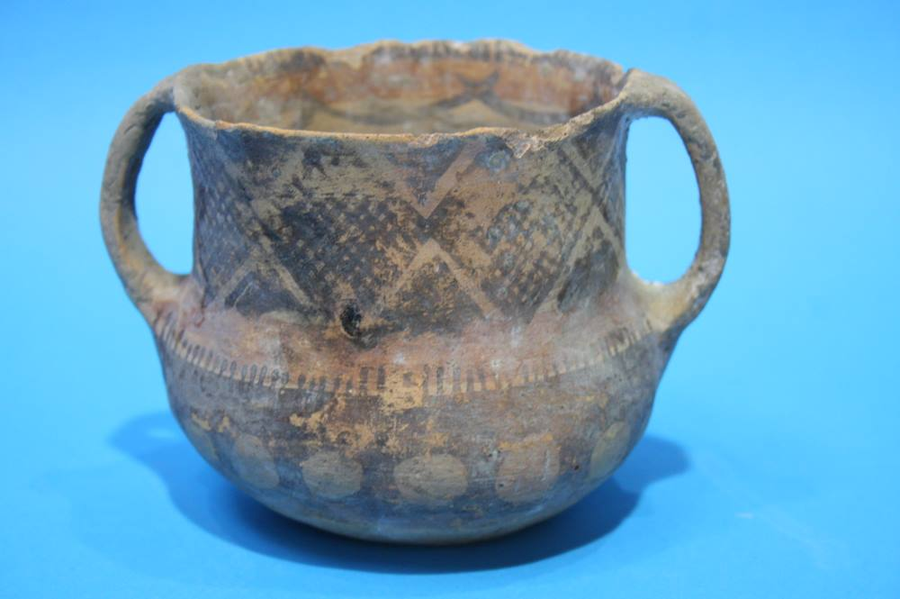 Lot 3 - An early earthenware loving cup