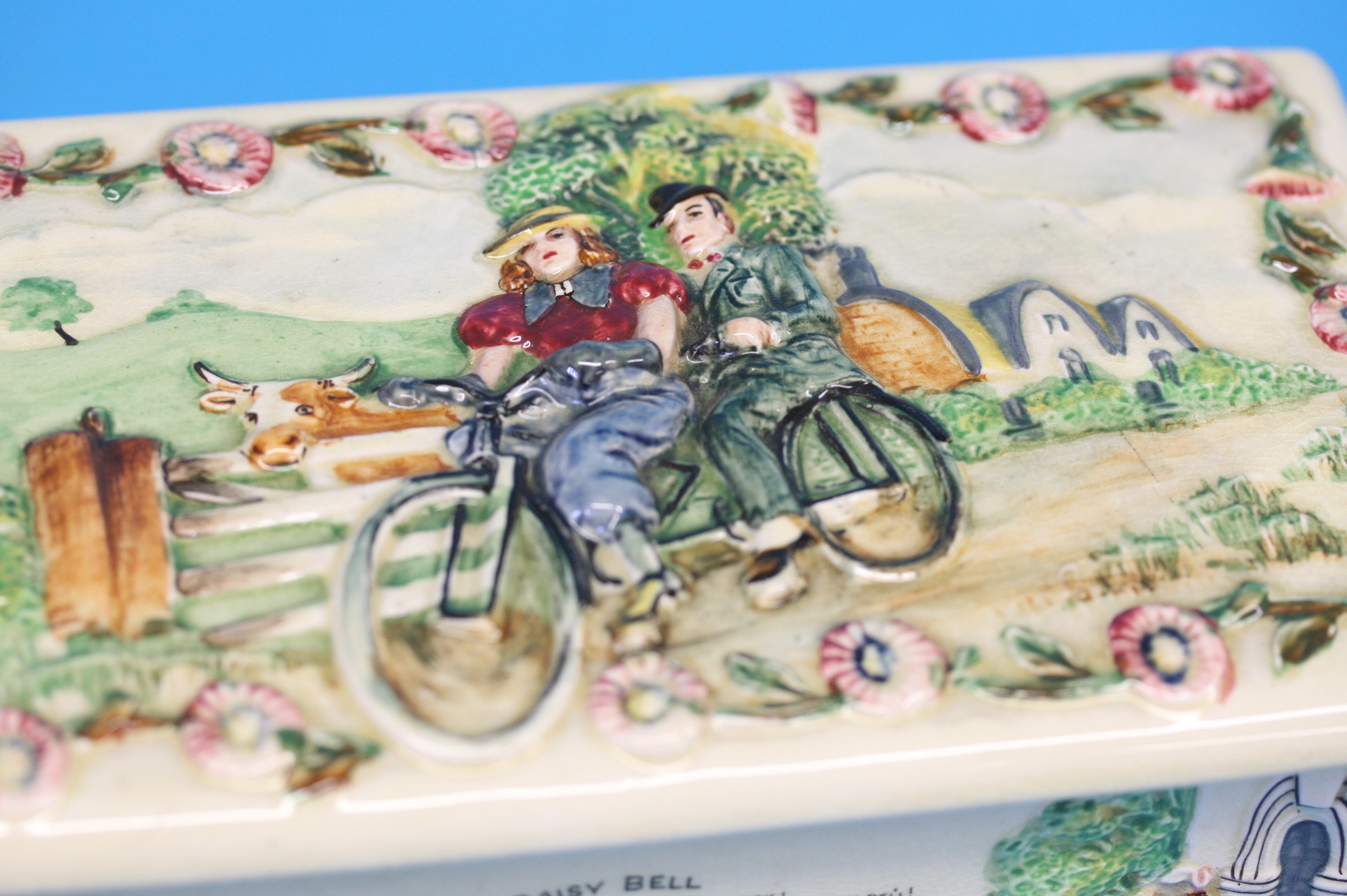 A Crown Devon 'Daisy Bell' musical box, 21cm lengt - Image 3 of 3