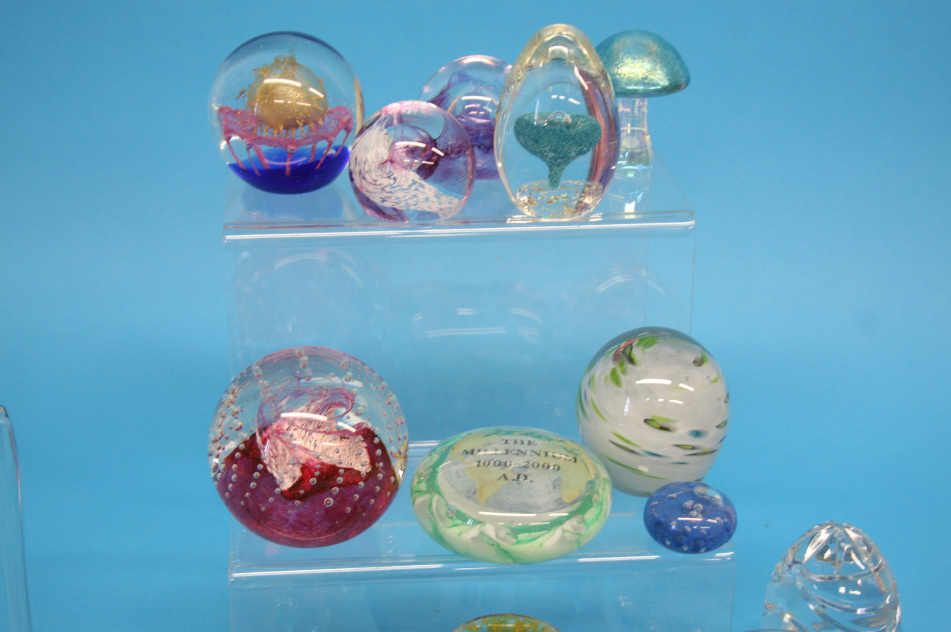 A box of Mdina glass and a collection of various p - Image 4 of 4
