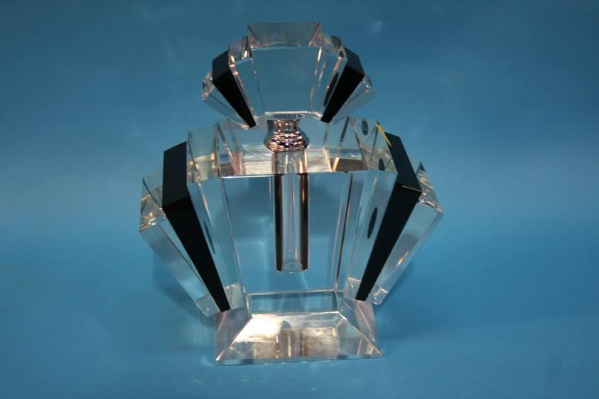 Lot 43 - An Art Deco style perfume bottle