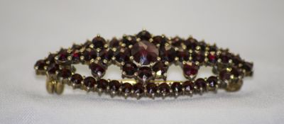 Antique - Nice Quality 9ct Gold and Garnet Set Brooch. 1.5 Inches Diameter.