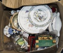 Box Of Pottery And Collectables, Compris