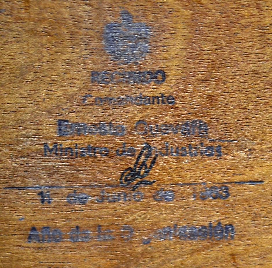 Che Guevara's Signed Personal Cigar Box 1963 Cuban post-Revolution. Ernesto Rafael 'Che' Guevara - Image 4 of 7