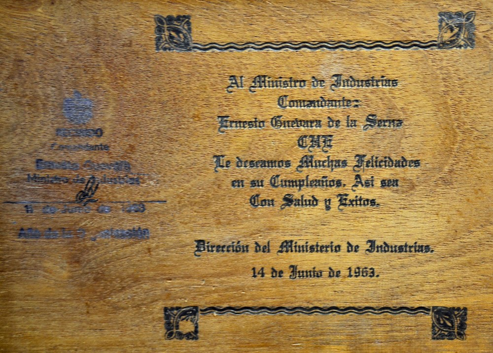 Che Guevara's Signed Personal Cigar Box 1963 Cuban post-Revolution. Ernesto Rafael 'Che' Guevara - Image 5 of 7