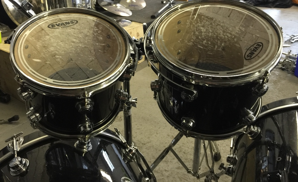 MOTORHEAD & PHILTHY ANIMAL - a DW Drum Workshop black speckled drum kit from the estate of Phil - Image 2 of 10