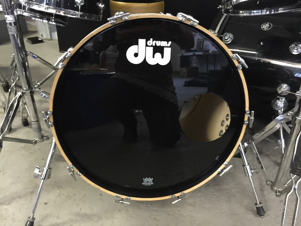 MOTORHEAD & PHILTHY ANIMAL - a DW Drum Workshop black speckled drum kit from the estate of Phil - Image 5 of 10