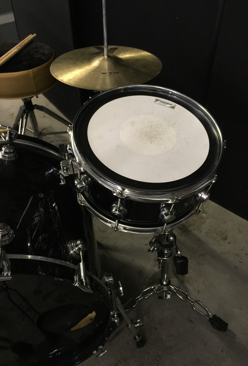 MOTORHEAD & PHILTHY ANIMAL - a DW Drum Workshop black speckled drum kit from the estate of Phil - Image 7 of 10