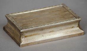 A George V silver table snuff, hallmarked London 1911, maker's mark of Fanny Benjamin,