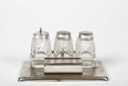 Menage in Halterung Silber 800, bestehend aus: Salz-, Pfeffer- und Zahnstocherbehälter, tlw. Glas,