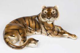 Tierfigur Tiger, Marke Keramos, Fayence, farbig glasiert, Pressnummer 2576/M, Länge ca.:44 cm;