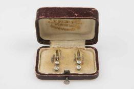 Brillant-Ohrhänger Gold 580 mit 1 Brillant und Altschliffbrillanten zusca.0,20 ct in