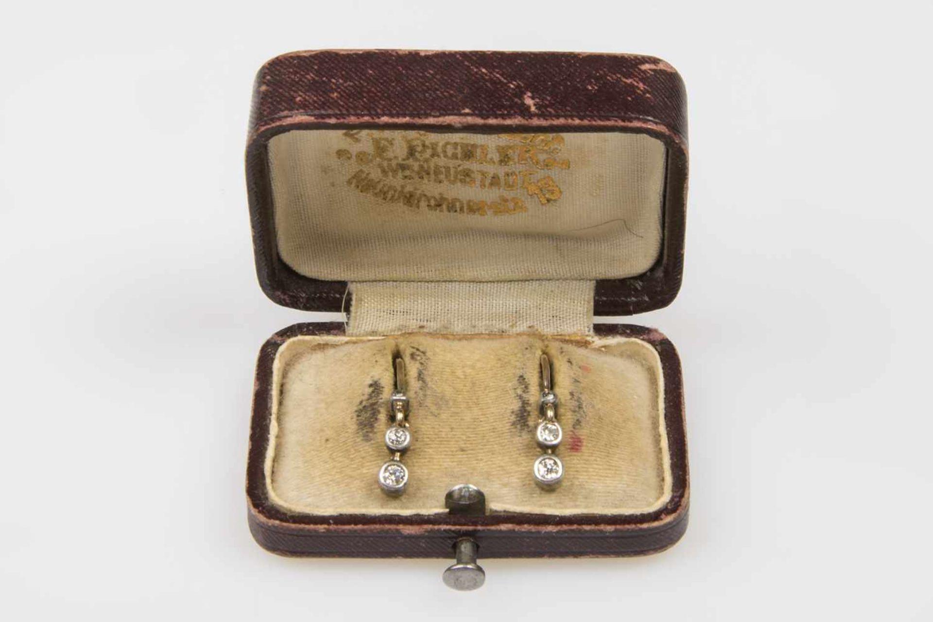 Los 24 - Brillant-Ohrhänger Gold 580 mit 1 Brillant und Altschliffbrillanten zusca.0,20 ct in