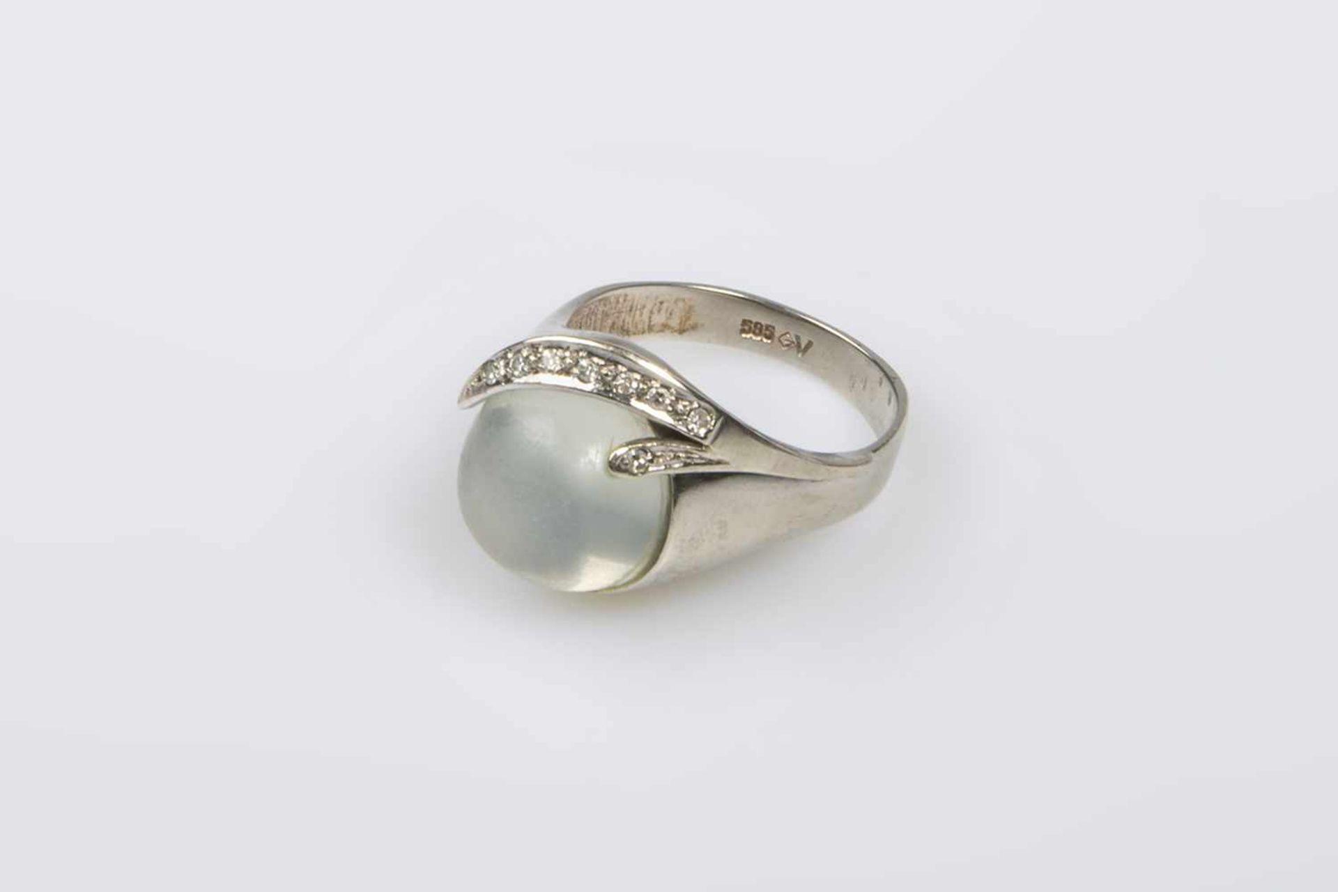 Los 20 - Damenring Weißgold 585 mit Brillanten und Diamanten zus ca.0,12 ct, und 1 Mondstein , RW 59, 7,9 g,1