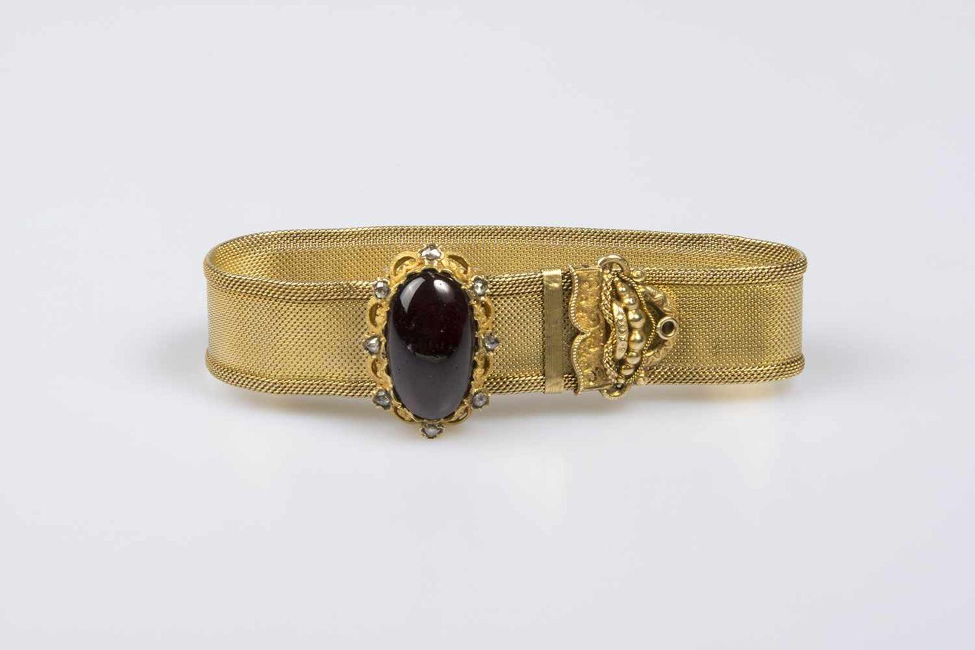 Los 29 - Biedermeier-Armband Gold 580 mit Diamantrauten und 1 ovaler Schmuckstein ( Almandin ),