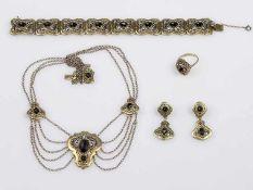 Trachtenschmuckgarnitur Silber 835, teil. vergoldet mit Granaten bestehend aus 1 Ring RW 56, 1