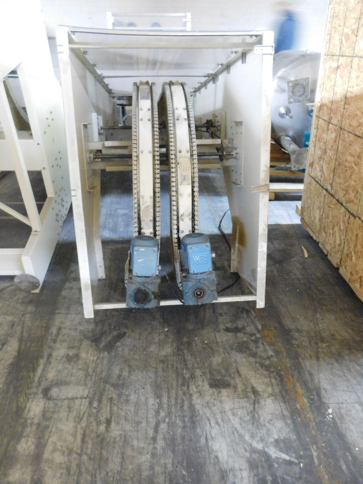 Lot 54A - MOHLER Lowerator with Spantech 9017800 conveyors, .5hp , 3Ph