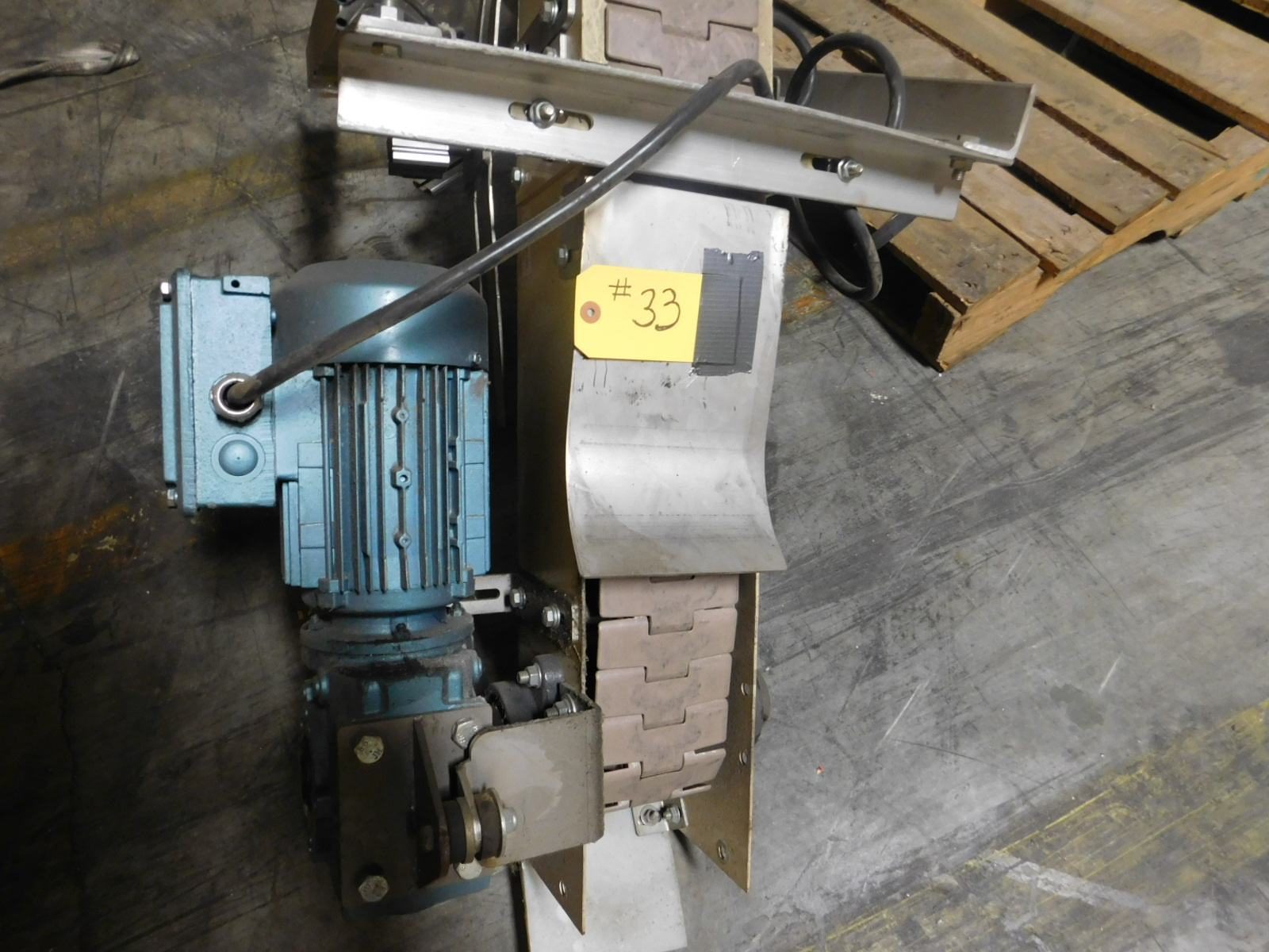Lot 33 - Flex Turner conveyor Motorized conveyor,4'x 180 degree turn conveyor :equipment located at Clark