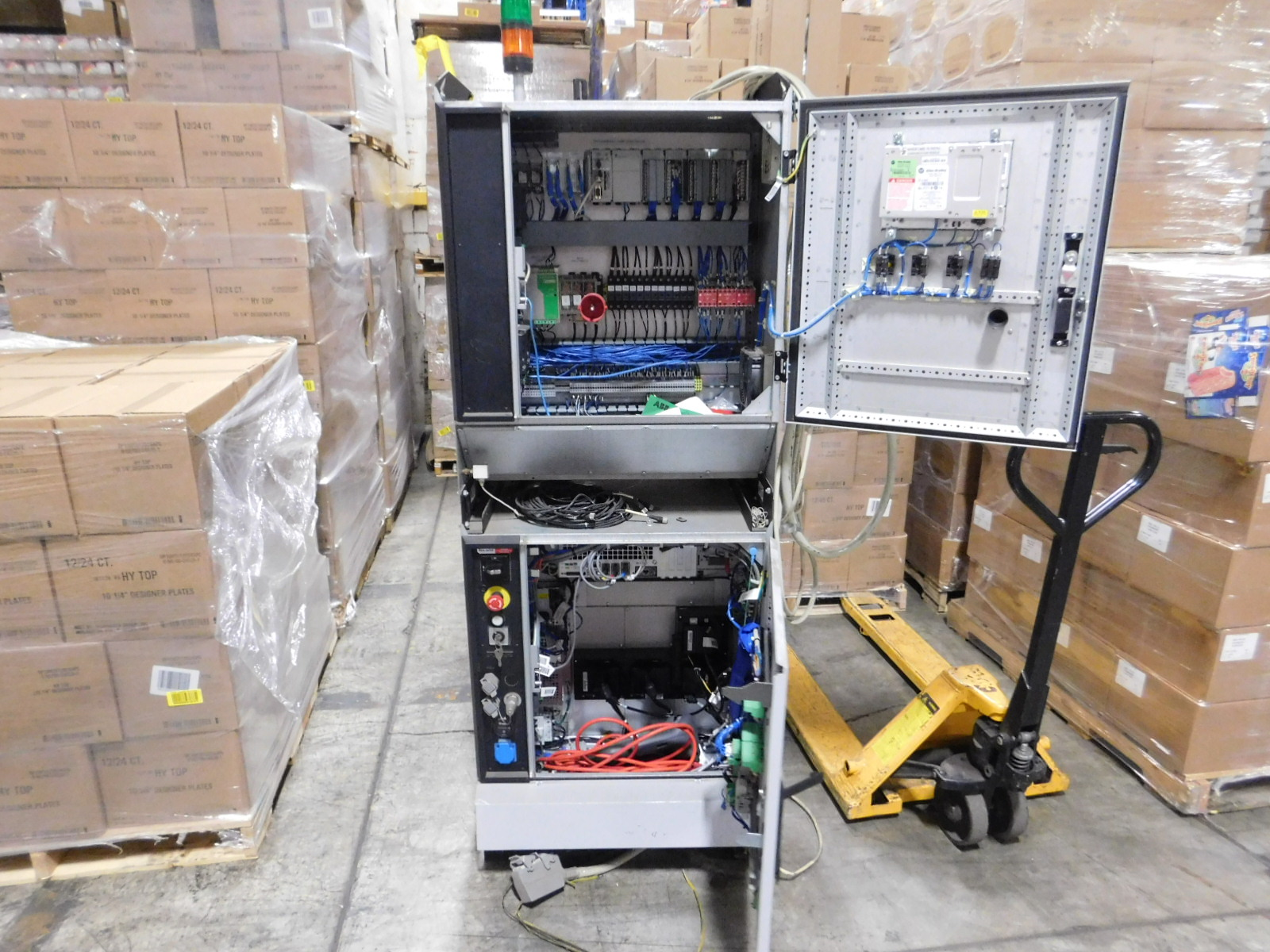 Lot 10 - ALLEN BRADLEY 721 68 Vasteras Type of robot IRB2600, Type IRC5 M2004 Ver. 53A 262V, voltage 3X480V