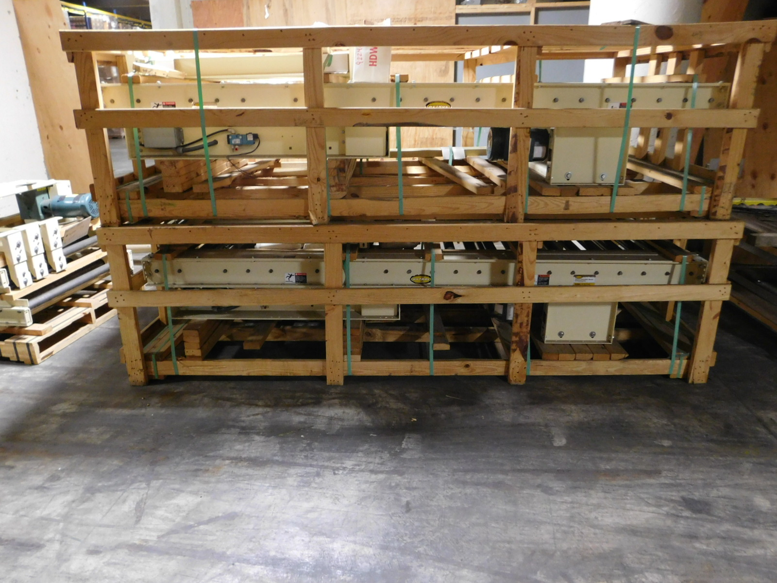 "Lot 26 - Hytrol Motorized Palletizers Conveyor 6'X3.3"" X2', 460v dual voltage motor,You are buying top unit"