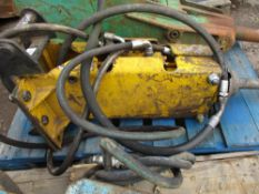 Atlas Copco B21 breaker on 40mm pins