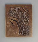 "Plakette Jahr des Kindes 1979 : bronziert, Vs Mutter mit Kind, sign. WG, Rs ""Jahr des Kindes 1979"""