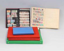 7 Briefmarken-Alben alle Welt dicht gesteckt, von 18,5 x 12,5 bis 32 x 28 cm
