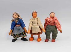 3 Holz-Püppchen alt, Kopf und Körper Holz gedrechselt, bemalt, bekleidet, beweglich,