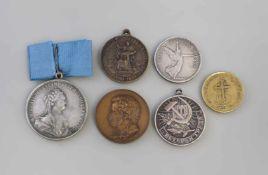 Posten Medaillen Russland und Polen 6 Stück, Russland und Polen, unterschiedliche Materialien und