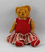 Teddy-Mädchen.. 1. H. 20. Jh., Mohair- , Brummstimme, bewegliche Gliedmaßen, Glasaugen, gestickte