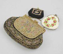 Theatertäschchen und 2 Portemonnaies. Theatertasche aus Brokatstoff mit Rosenmuster und