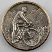 "Medaille Radfahrer :. silberfarb. mit goldfarb. Rand, signiert PH, auf Rand geprägt ""J. Balme"", Vs"