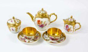 Tee-Dejeuner 7-tlg., KPM Berlin, 1907 - 1919, farbig und gold staffiert, Form Neuzierat,