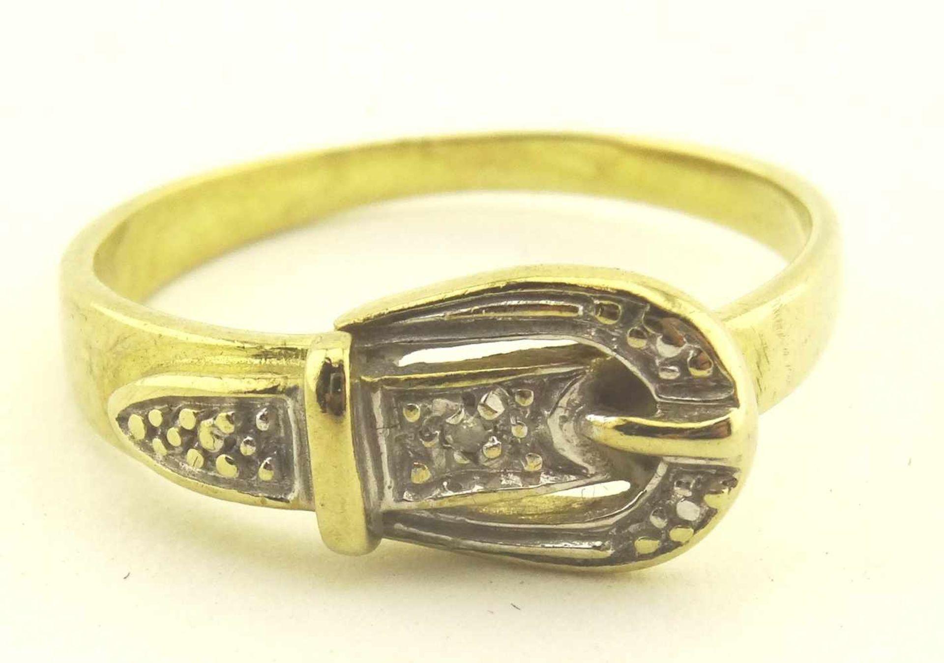 Los 37 - Damenring 333 Gold Diamant in Form einer Schnalle, RG 50, Gewicht ges. ca. 1,7g