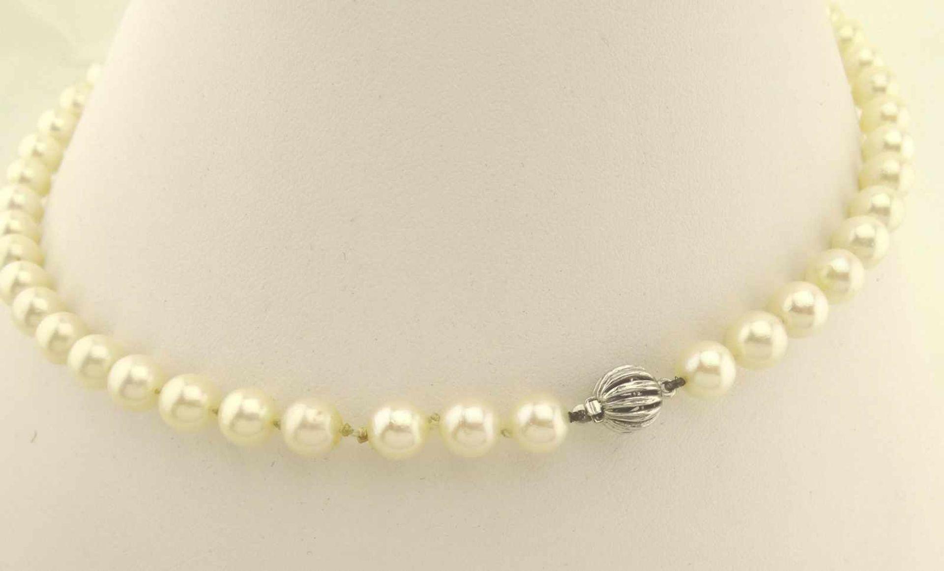 Los 17 - Akoya Perlenkette durchmesser der Perlen ca. 7,5mm, Länge ca. 44cm, Weißgold Kugelschloß in 585