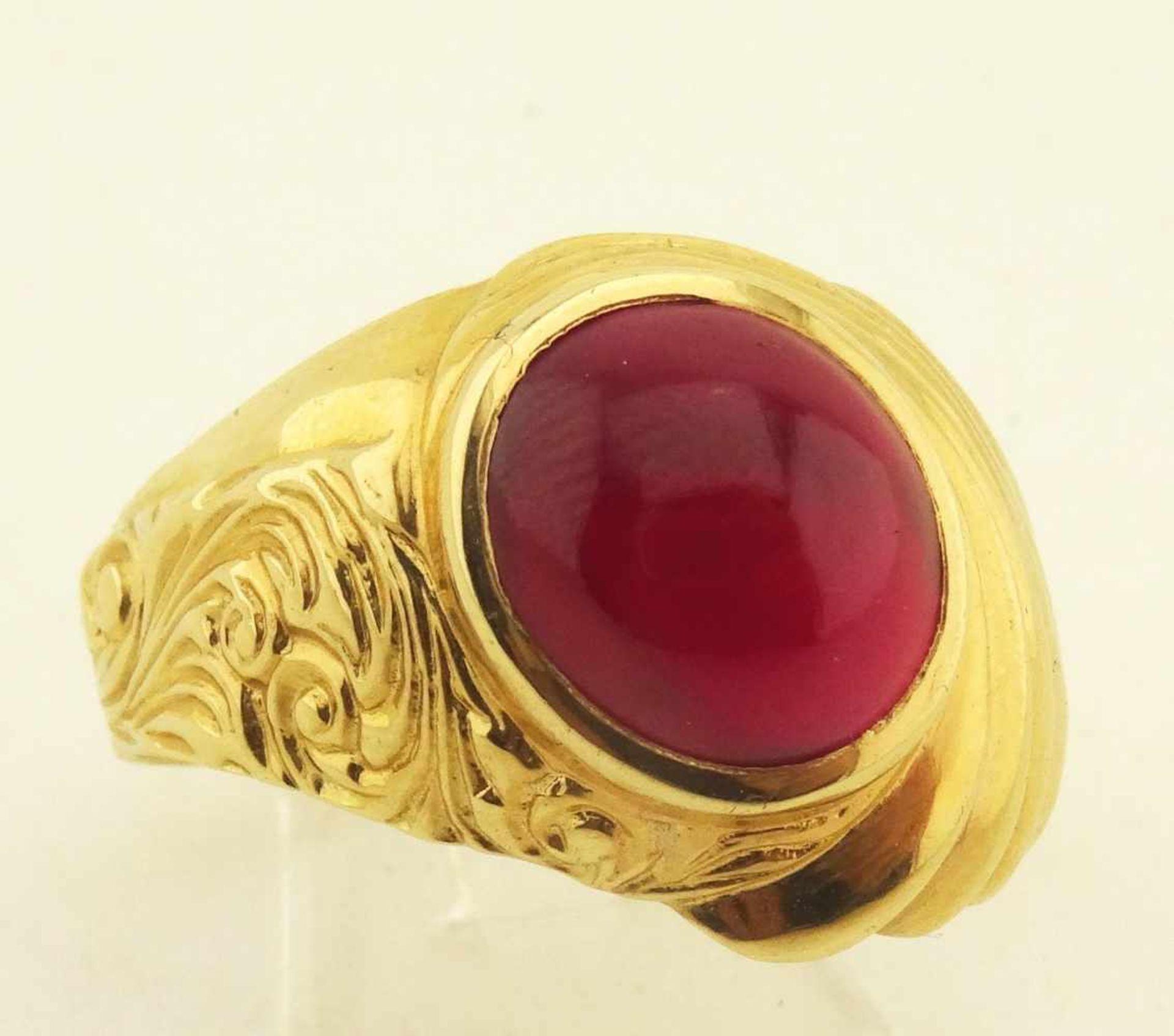 Los 59 - Herrenring mit rotem Stein 585 rose Gold mit rotem Cabouchon, RG 69, Gewicht ges. ca. 10,1g