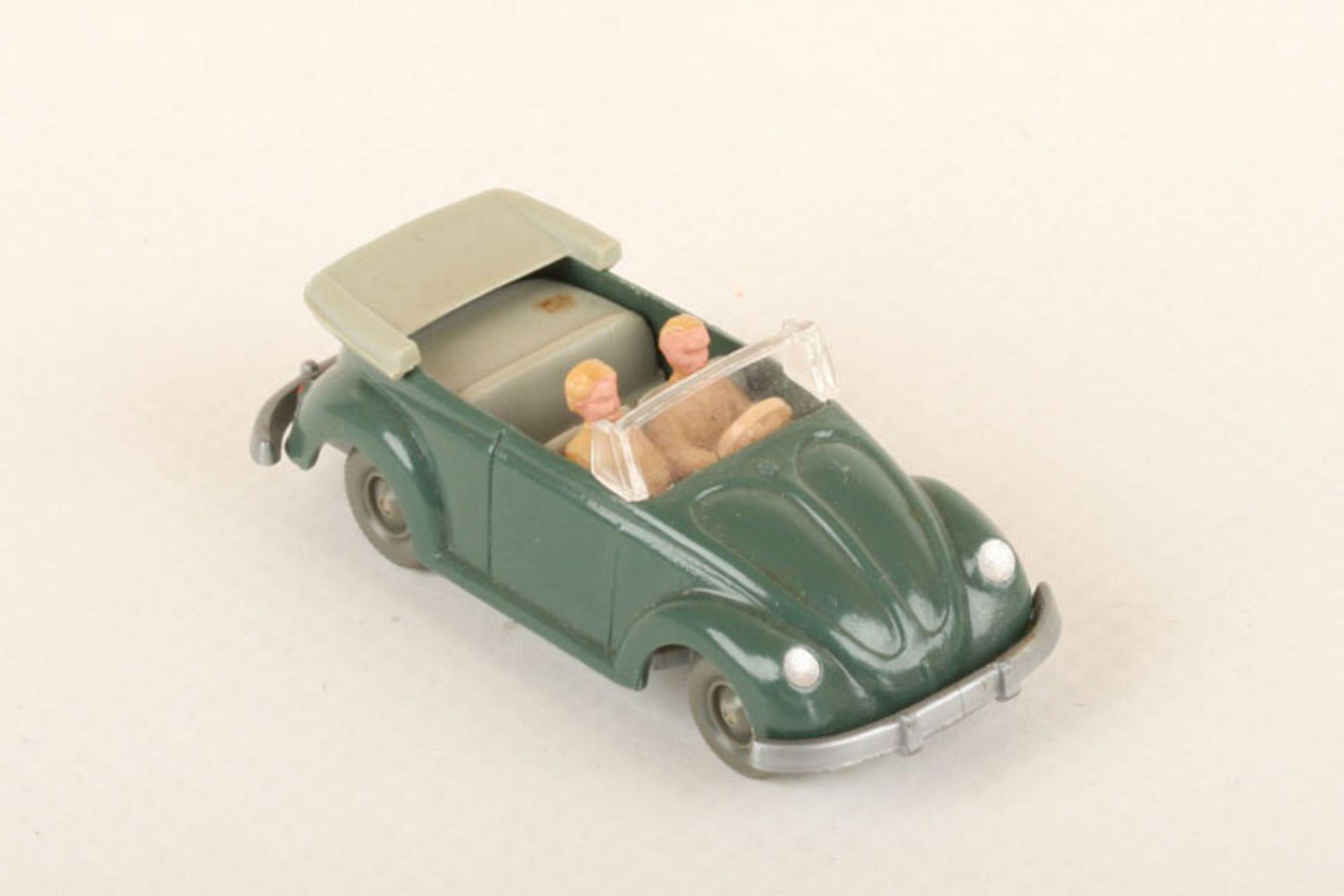 Los 1017 - Wiking VW Käfer Cabrio h'patinagrün 33/6y, IE h'gelbgrau, neuwertig