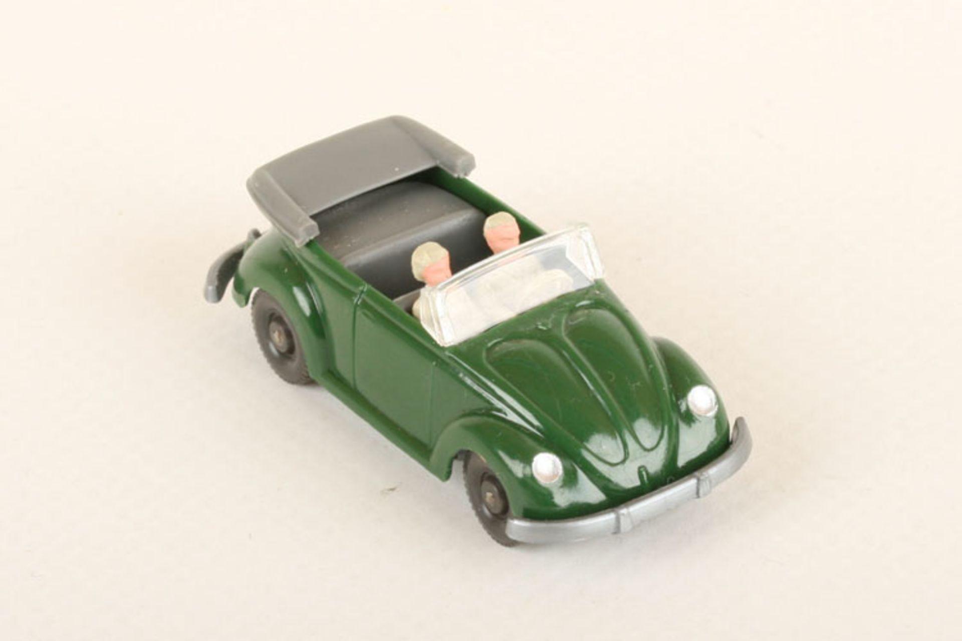 Los 1019 - Wiking VW Käfer Cabrio laubgrün 33/7r, IE staubgrau, neuwertig