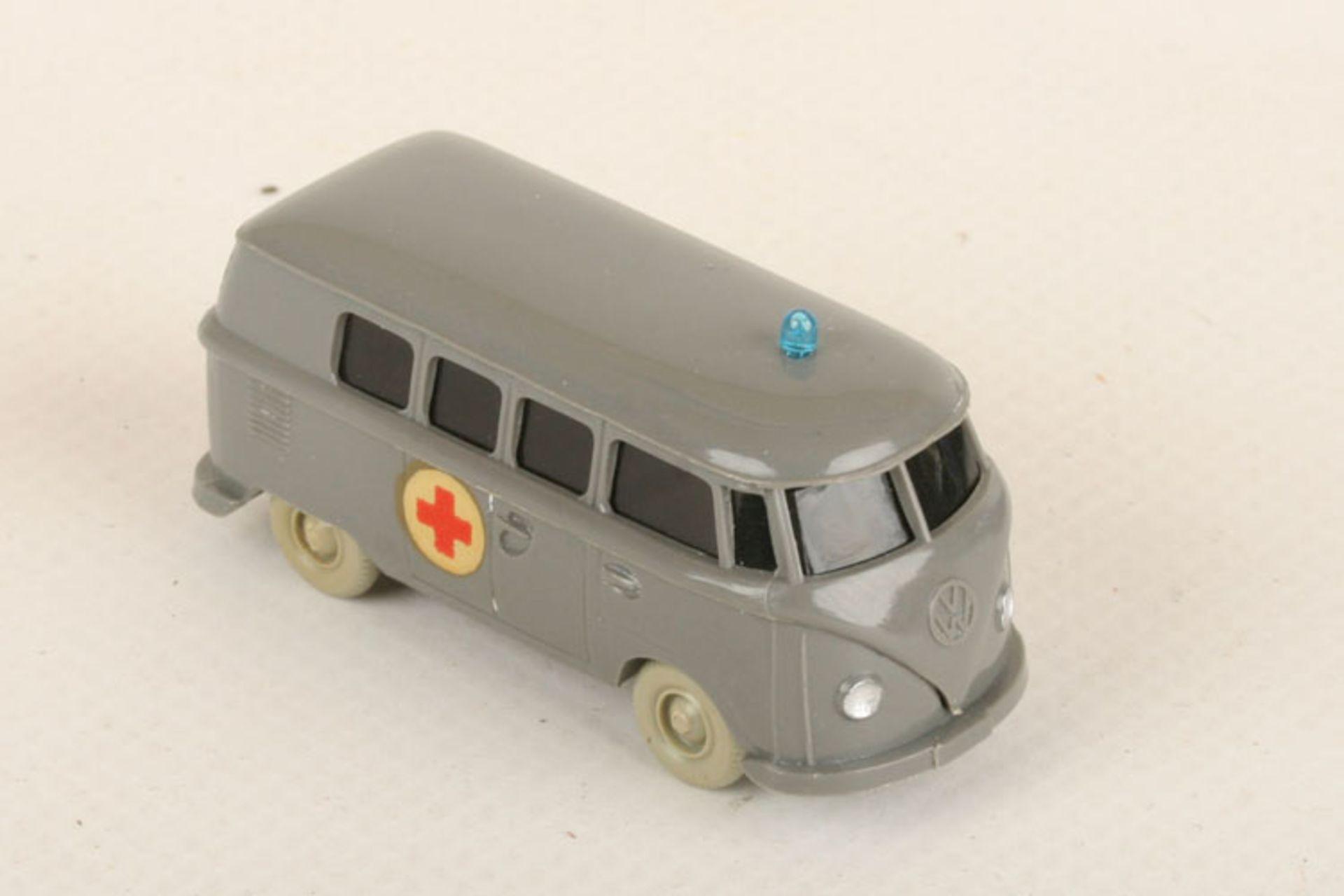 Los 1050 - Wiking VW T1 Krankenwagen staubgrau 320/10a, Abziehbild beidseitig perfekt, neuwertig