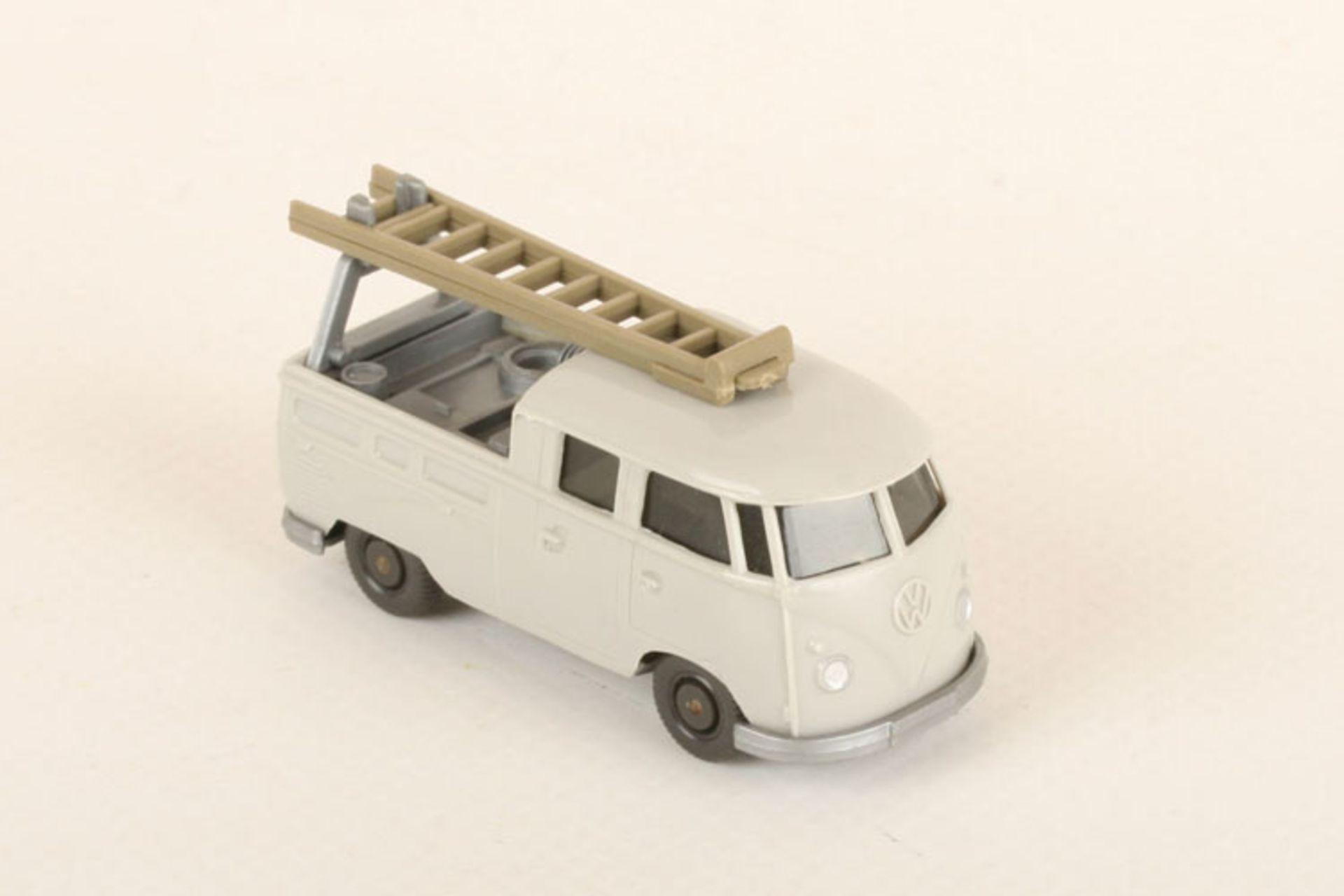 Los 1053 - Wiking VW Montagewagen lichtgrau 296/1d, eine Leitersprosse mit bündig schließendem Spannungsriss,